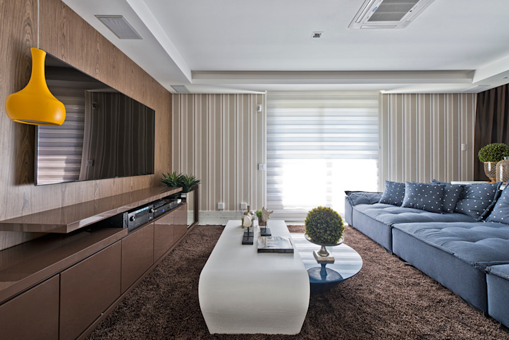 Media room by Samara Barbosa Arquitetura, Classic