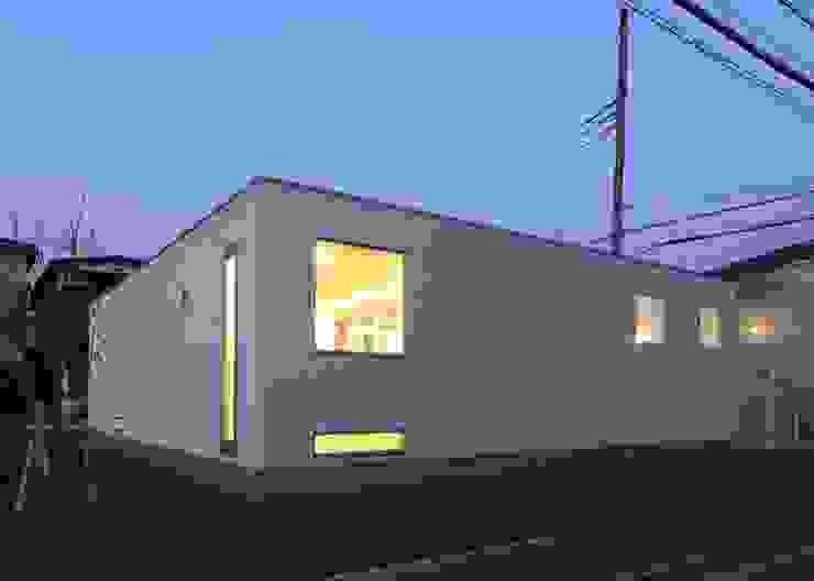 夜景 外観 ミニマルな 家 の 石嶋寿和/石嶋設計室 ミニマル