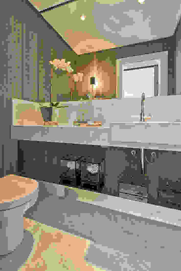 Casa em Jurerê Internacional – SC – Brasil Banheiros clássicos por Samara Barbosa Arquitetura Clássico