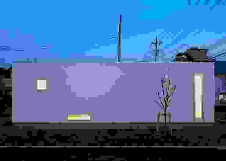 夜景 立面 ミニマルな 家 の 石嶋寿和/石嶋設計室 ミニマル
