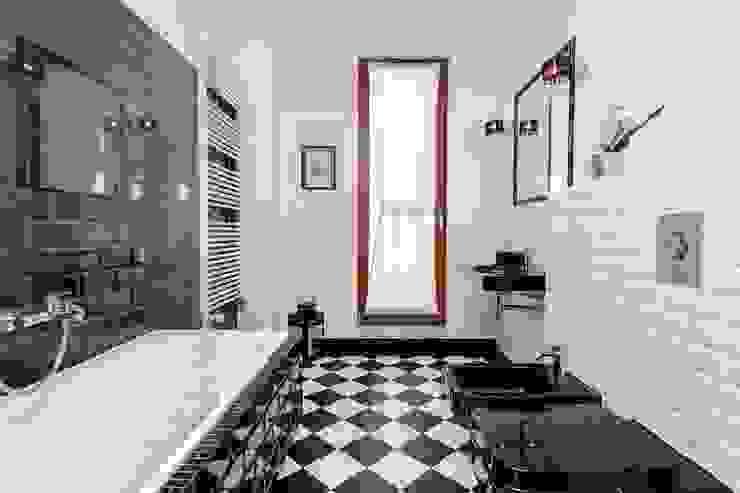 Scandinavian style bathroom by Michał Młynarczyk Fotograf Wnętrz Scandinavian