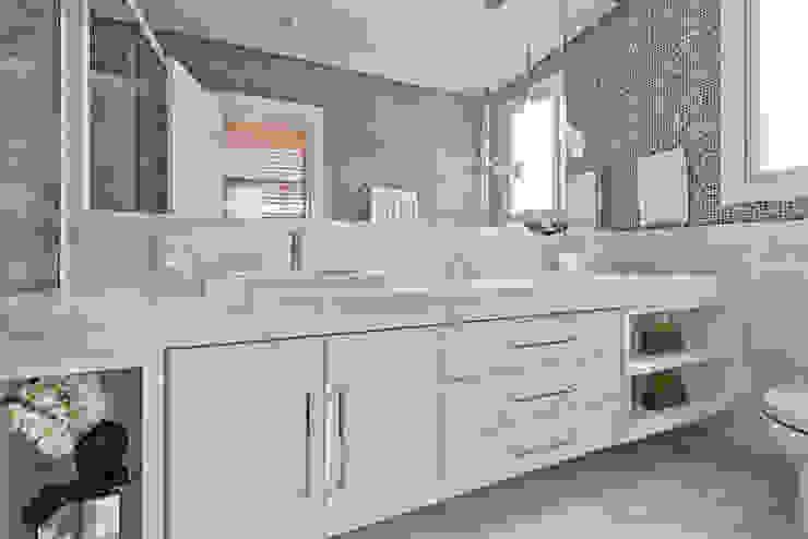 Casa em Jurerê Internacional - SC - Brasil Banheiros clássicos por Samara Barbosa Arquitetura Clássico