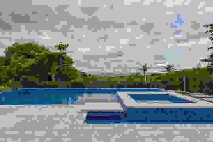 Pool by Samara Barbosa Arquitetura, Classic