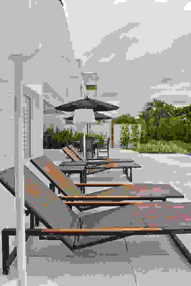 Piscinas de estilo clásico de Samara Barbosa Arquitetura Clásico