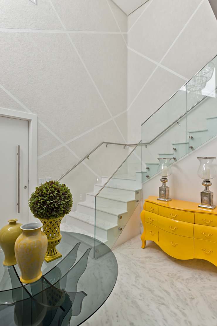 Casa em Jurerê Internacional – SC – Brasil Corredores, halls e escadas clássicos por Samara Barbosa Arquitetura Clássico