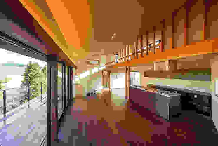Modern living room by 傳寶慶子建築研究所 Modern