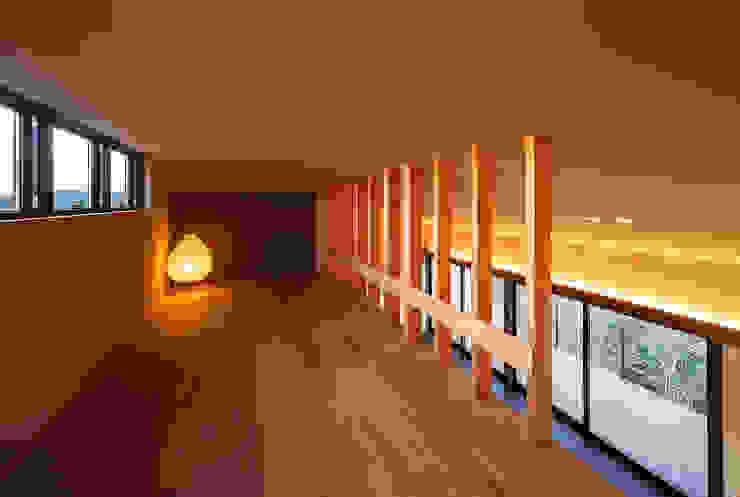 Modern media room by 傳寶慶子建築研究所 Modern