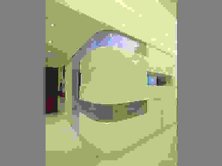 s k designs - contemporary residence in Andheri Modern corridor, hallway & stairs by S K Designs Modern