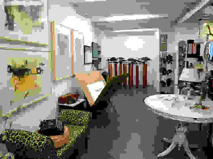 WABI SABI Shop&Gallery Oficinas y tiendas de estilo ecléctico de Wabi Sabi Shop Gallery Ecléctico