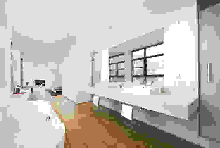 Baños modernos de DITTEL ARCHITEKTEN GMBH Moderno