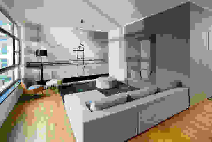 Carloft Berlin Kreuzberg Moderne Wohnzimmer von DITTEL ARCHITEKTEN GMBH Modern