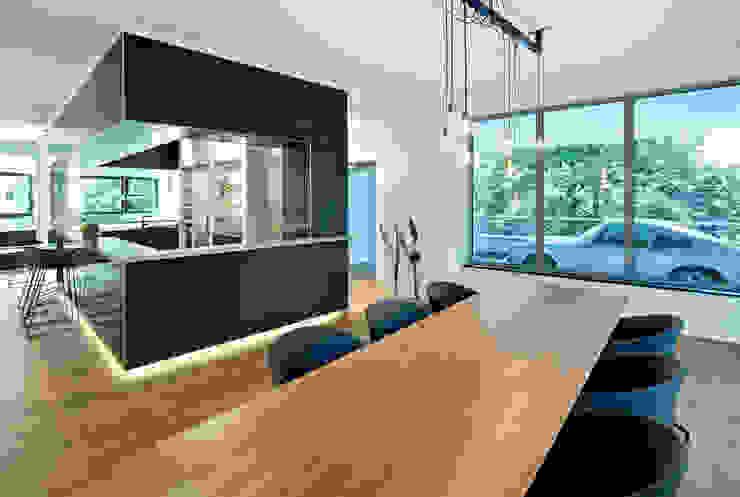 Столовая комната в стиле модерн от DITTEL ARCHITEKTEN GMBH Модерн