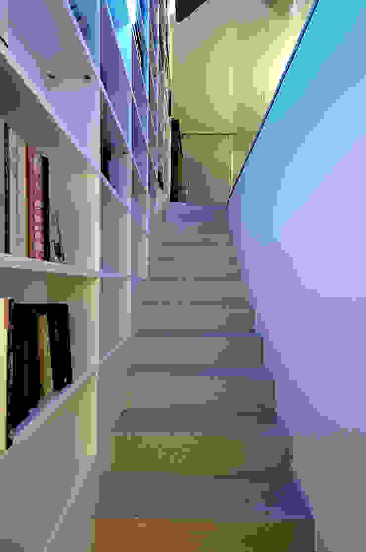 Appartamento su tre livelli, Milano di Cini Boeri Architetti Moderno