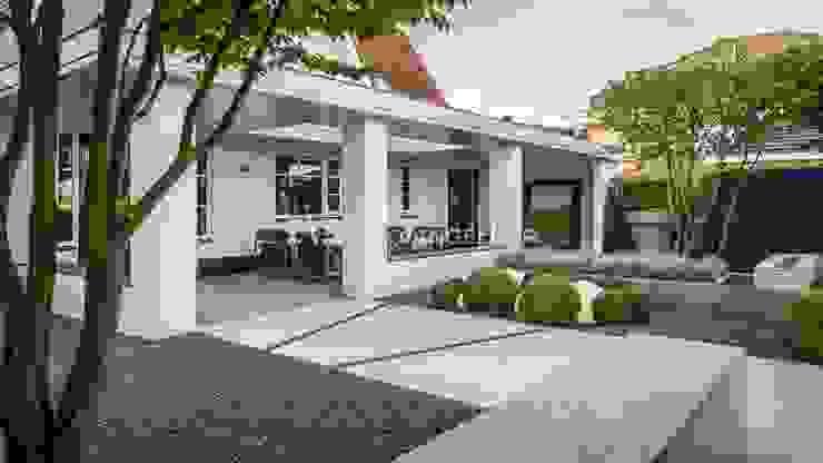 Moderne villatuin Middelburg Moderne balkons, veranda's en terrassen van ERIK VAN GELDER | Devoted to Garden Design Modern