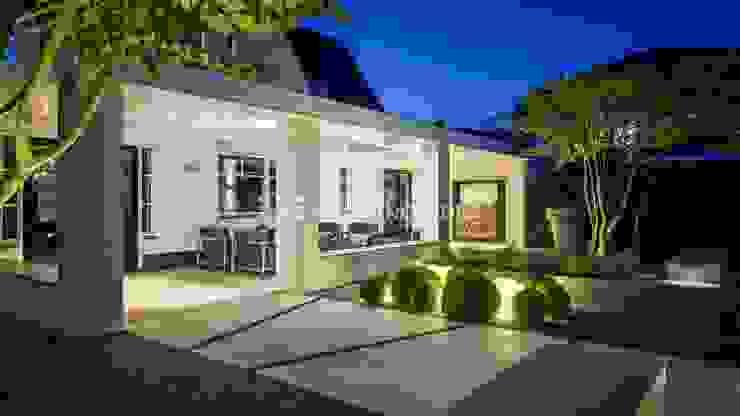 Moderne villatuin Middelburg Minimalistische balkons, veranda's en terrassen van ERIK VAN GELDER | Devoted to Garden Design Minimalistisch