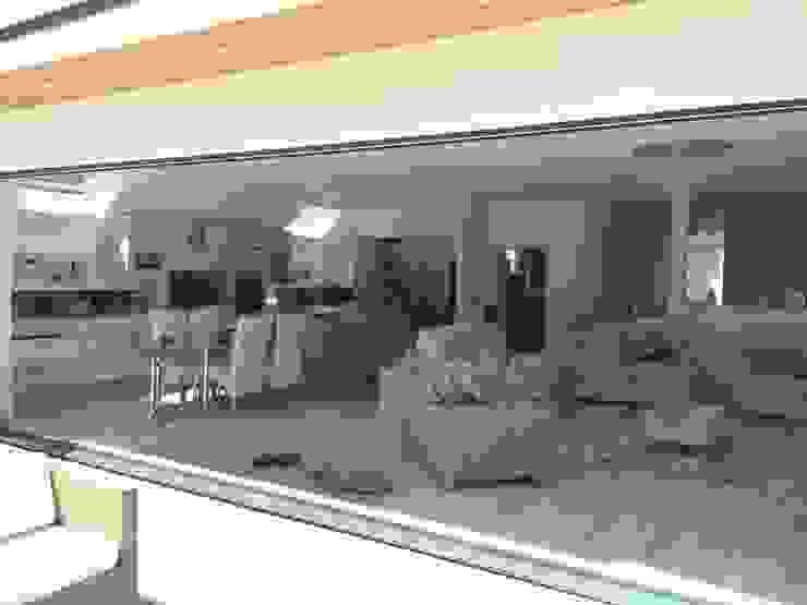 Own Self build Balcones y terrazas de estilo moderno de Xspace Moderno