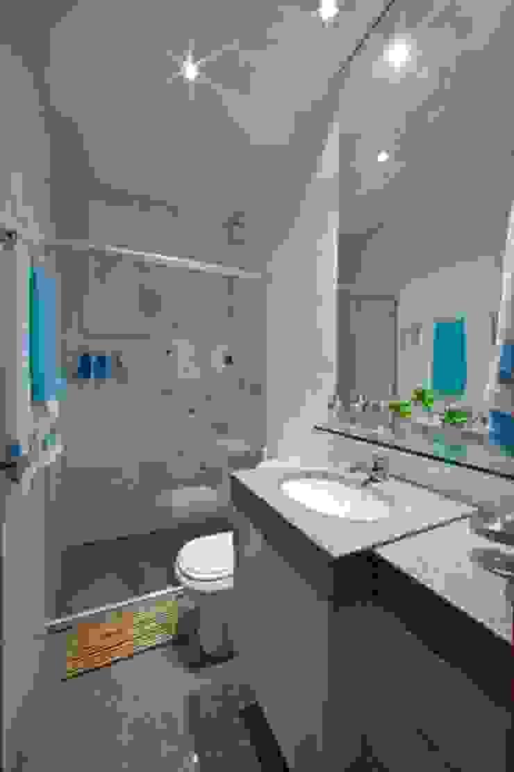 Casa em condomínio Banheiros modernos por Cristiano Carvalho Arquitetura e Design Moderno