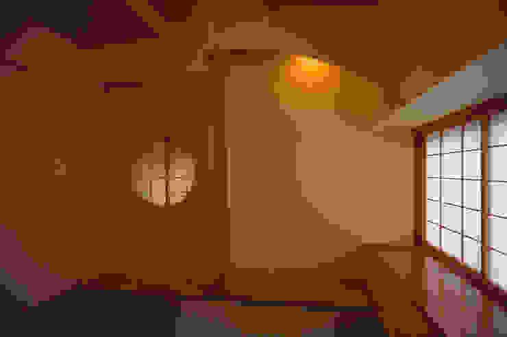 和室 オリジナルデザインの 多目的室 の 八島建築設計室 オリジナル