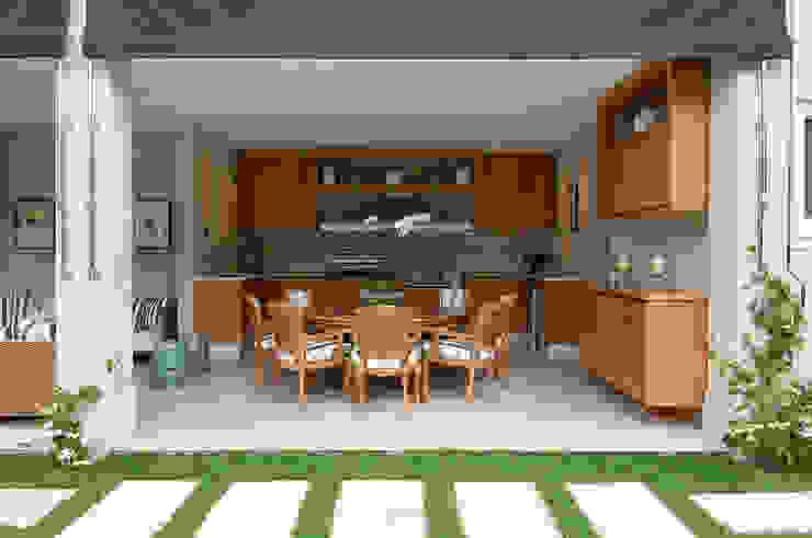 Prado Zogbi Tobar Classic style kitchen