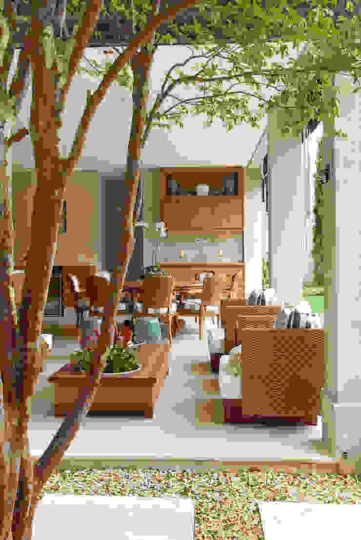 Rua Austria Varandas, alpendres e terraços clássicos por Prado Zogbi Tobar Clássico