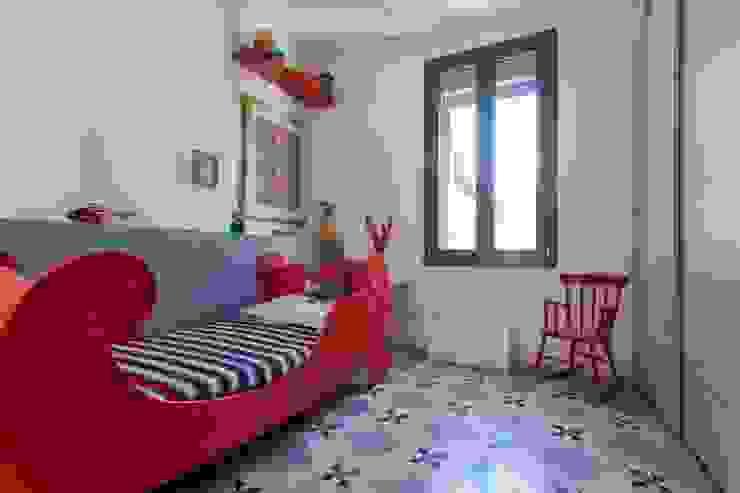 Maison de village Chambre d'enfant moderne par ATELIER WM Moderne