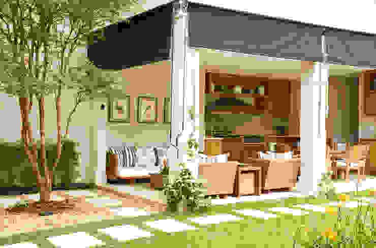 Balcones y terrazas de estilo clásico de Prado Zogbi Tobar Clásico