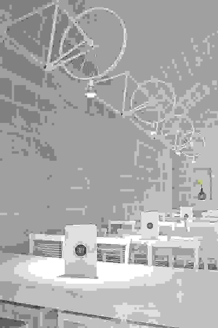 EASY – Caffetteria/Gelateria vs Spaghetteria/Birreria Gastronomia in stile minimalista di ARCò Architettura & Cooperazione Minimalista