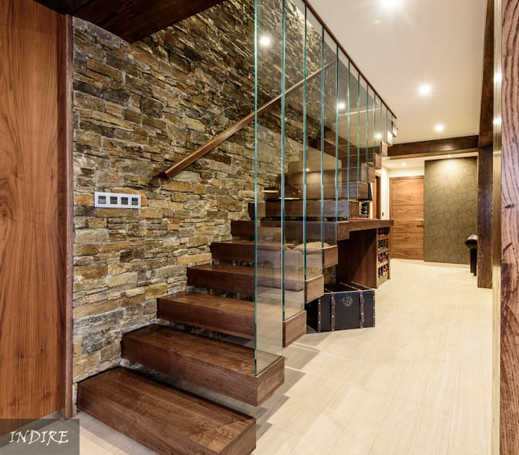 Modern Corridor, Hallway and Staircase by Indire Reformas S.L. Modern