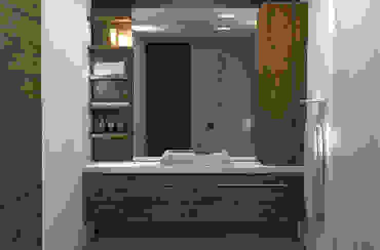 Badkamerkast 'Trap':  Badkamer door AD MORE design,