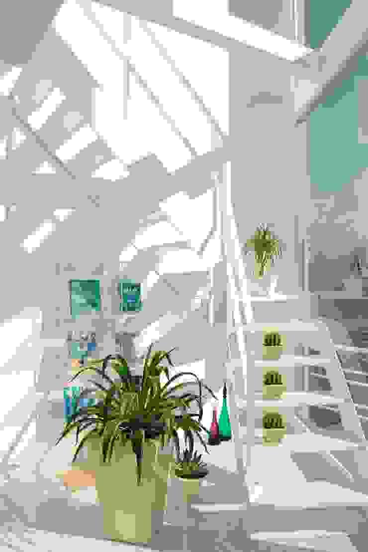 広島 M邸 モダンスタイルの 玄関&廊下&階段 の ヴィジュアルスペールデザイン モダン