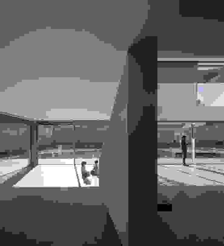 Casa BE Paredes e pisos modernos por spaceworkers® Moderno