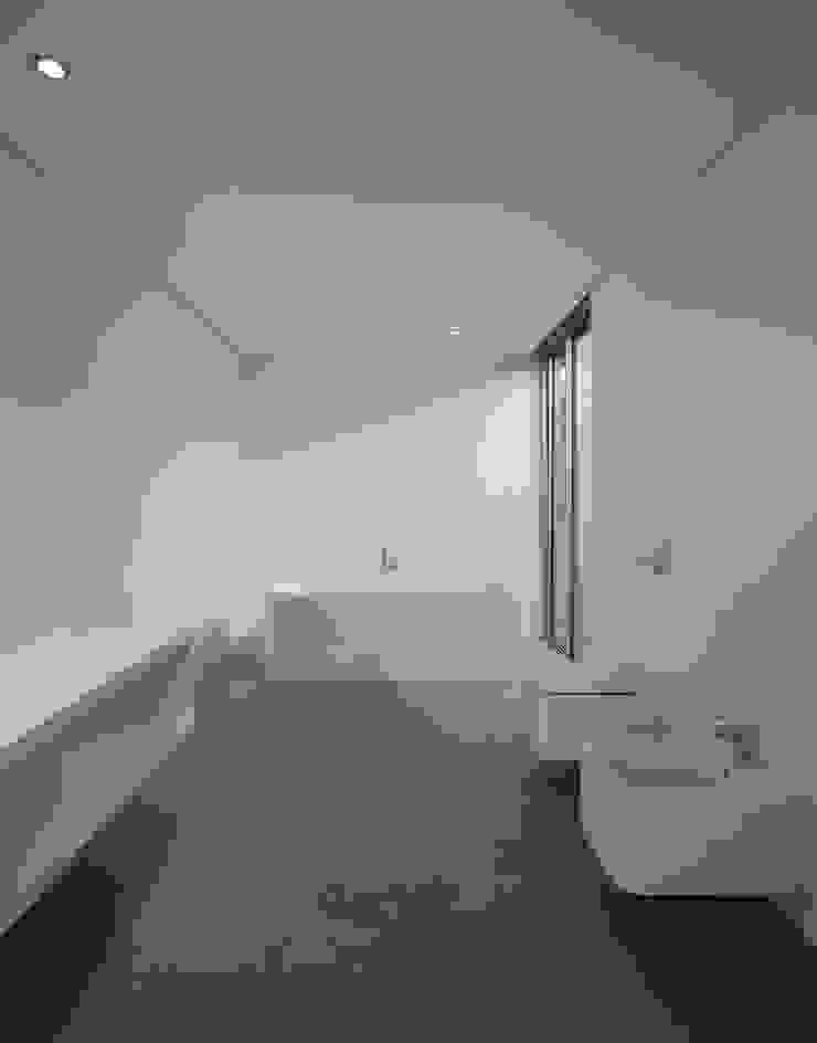 Casa BE Banheiros modernos por spaceworkers® Moderno