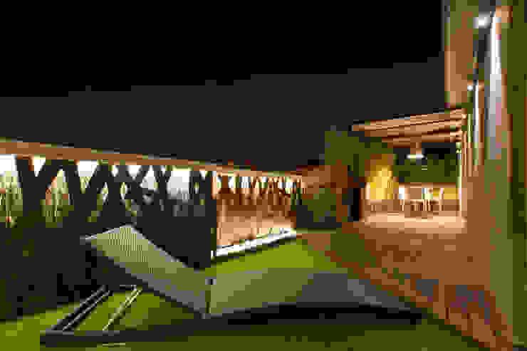 Modern balcony, veranda & terrace by The Pont design Modern