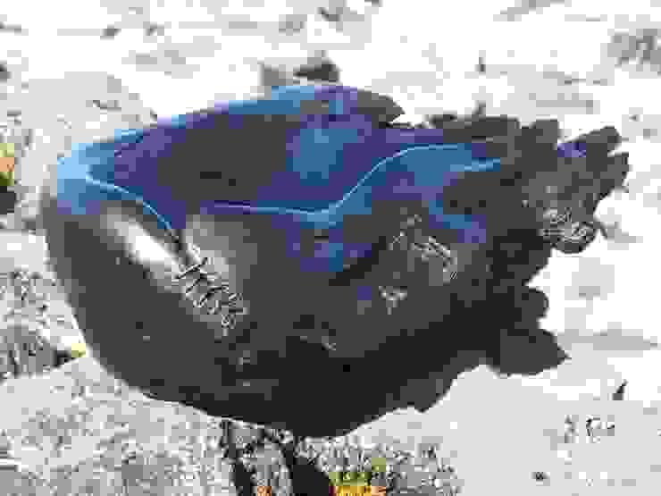 Hand Bowl: rustic  by Irish Bog Wood Sculpture, Rustic