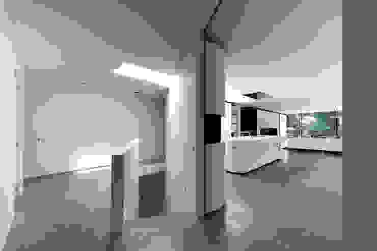 Corredores e halls de entrada  por 123DV Moderne Villa's, Moderno