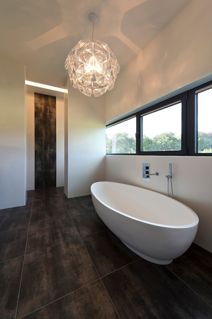 Bridge House Moderne badkamers van 123DV Moderne Villa's Modern