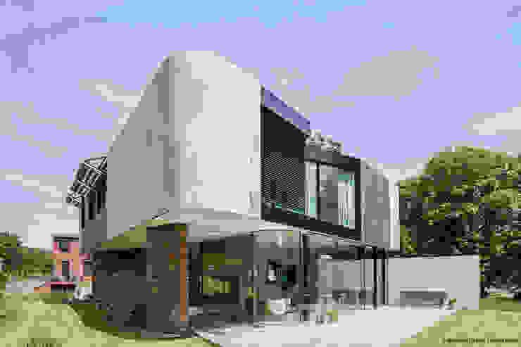 Balcones y terrazas de estilo moderno de 123DV Moderne Villa's Moderno