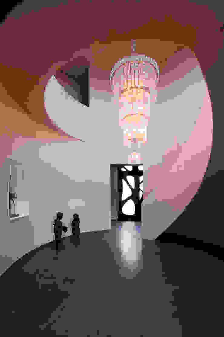 Villa Dalí Moderne gangen, hallen & trappenhuizen van 123DV Moderne Villa's Modern