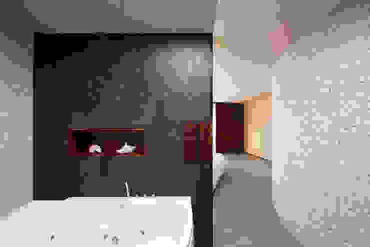 Baños de estilo moderno de 123DV Moderne Villa's Moderno