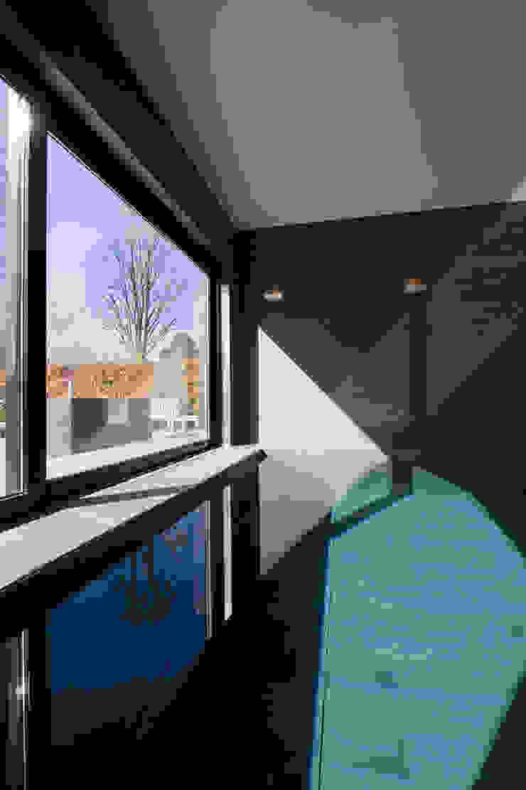 East West Villa Moderne zwembaden van 123DV Moderne Villa's Modern