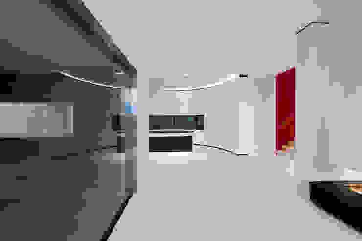 East West Villa Moderne muren & vloeren van 123DV Moderne Villa's Modern