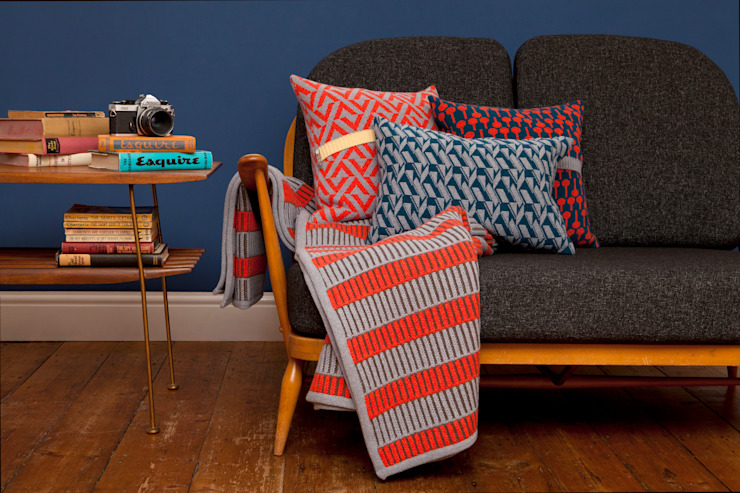 Cushions + blanket de homify Moderno