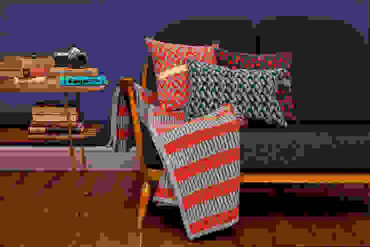 Cushions + blanket od homify Nowoczesny