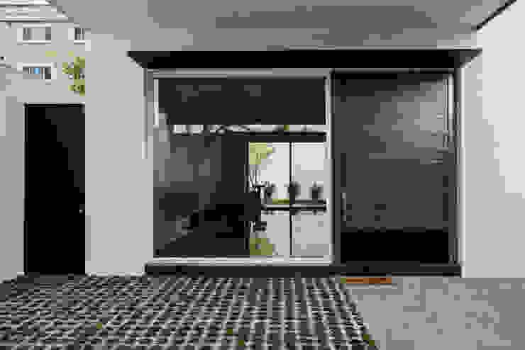 Acceso Social (existente) de Eugenio Adame Arquitectos