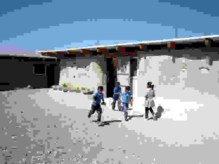 Scuola di Gomme Scuole in stile eclettico di ARCò Architettura & Cooperazione Eclettico