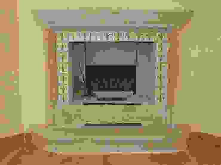 Fireplaces di La Fleche Design Mediterraneo