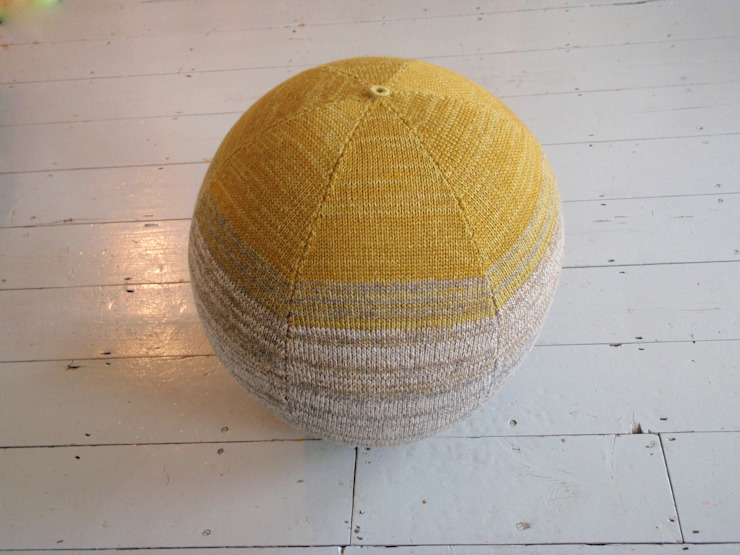 Moss and Stone Seating Sphere par Mary Goodman Moderne