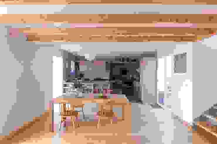 Quinta H | eco-remodelação| Madeira Salas de jantar rústicas por Mayer & Selders Arquitectura Rústico