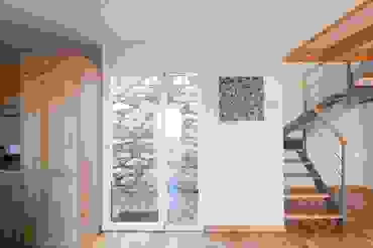 Quinta H | eco-remodelação| Madeira Janelas e portas rústicas por Mayer & Selders Arquitectura Rústico