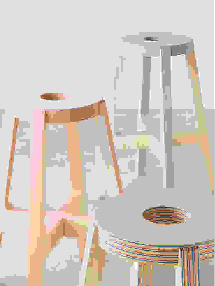 Paper-Wood STOOL: DRILL DESIGN Co., Ltd.が手掛けたミニマリストです。,ミニマル